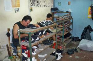 Los comerciantes santandereanos buscan fortalecer el mercado nacional con calzado de buena calidad, para así incentivar el consumo de productos nacionales. /FOTO KATHERINE SERPA PÉREZ